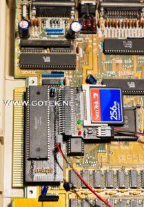 Boven aanzich Amiga 500 met IDE Interface en CF kaart adapter