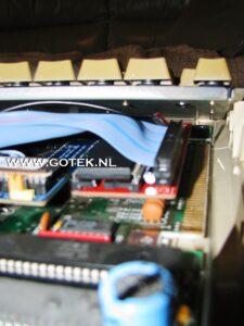 Amiga IDE FAQ : Interne A500 Adapter ingebouwd onder het Keyboard
