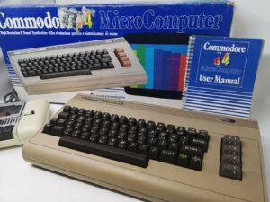 Mooie Retro C64 breadbin in doos